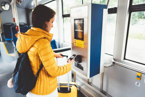 tourist paying with digital wallet at the ticket machine - biglietteria automatica foto e immagini stock
