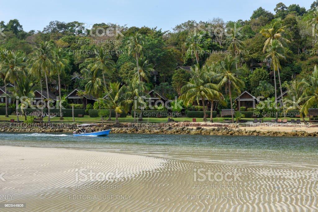 Estância turística na ilha de Koh Kood em Tailândia - Foto de stock de Areia royalty-free
