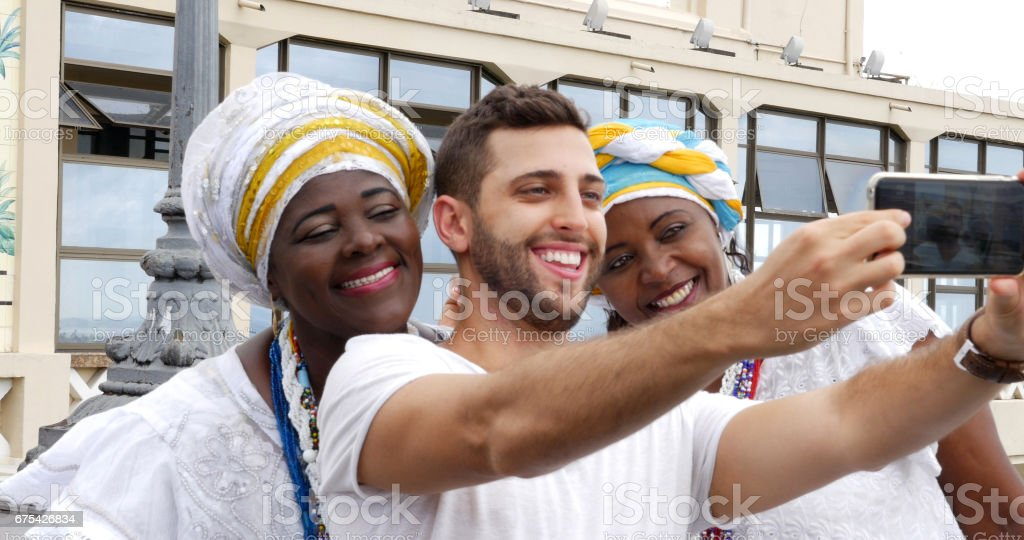 Bir selfie ile tradicional Brezilyalı kadınlar - Baianas alarak turizm royalty-free stock photo