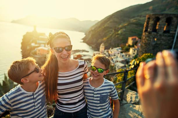 tourist taking photos in vernazza, cinque terre, italy - la spezia foto e immagini stock