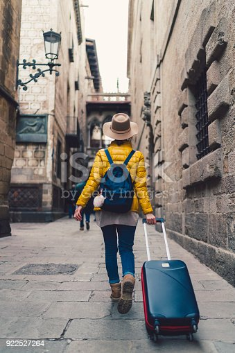 istock Tourist with suitcase just arrived in Barcelona 922527264
