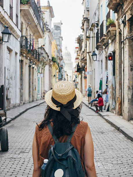 Tourist woman in La Havana city, Cuba - foto stock