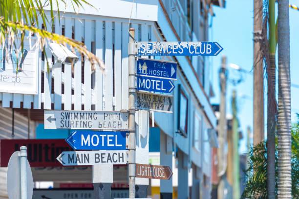 Touristische Beratung gerichtete Zeichen auf Pole Position in Byron Bay, NSW, Australien – Foto