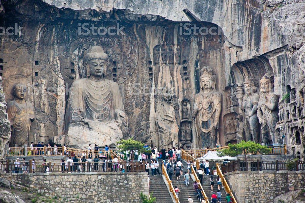 Touristen und Besucher Longmen Grotten in Luoyang, China – Foto