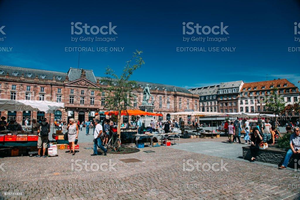Touristen sind Sightseeing Place Kleber Strasbourg Frankreich - Lizenzfrei Altstadt Stock-Foto