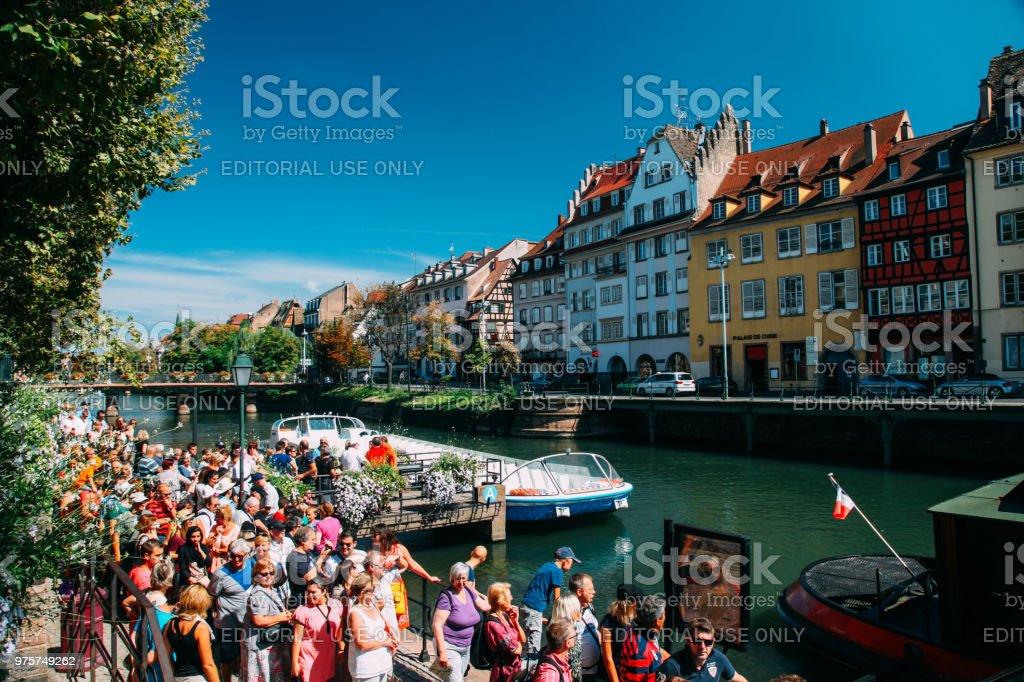 Touristen sind Petite France Straßburg Sehenswürdigkeiten - Lizenzfrei Altstadt Stock-Foto