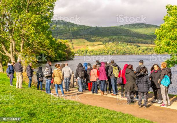 Tourists are waiting for a boat near jetty in urquhart castle site picture id1071906898?b=1&k=6&m=1071906898&s=612x612&h=eqeerhjpqx3ftinftxndbmg bpz2shntolot8c5gyr8=
