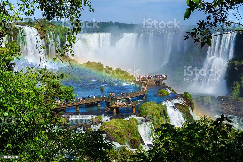 Touristen in Iguazu Falls, Foz do Iguacu, Brasilien – Foto