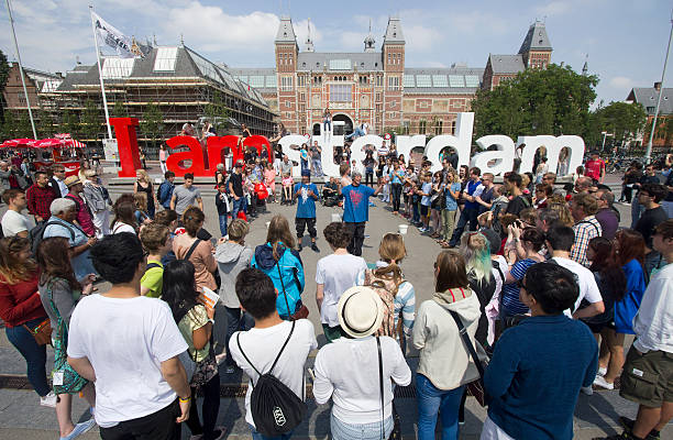 Tourists at the Amsterdam Rijksmuseum​​​ foto