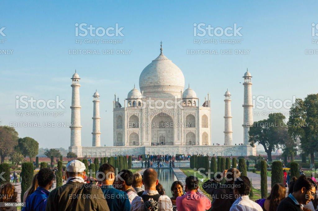 Tourists at the Taj Mahal in Agra, India - British Era - Royalty-free Admirar a Vista Foto de stock
