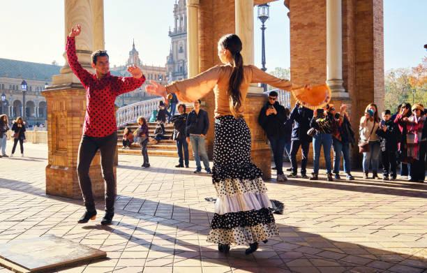 Touristen genießen Straße Flamenco Tanzshow. Sevilla, Spanien – Foto