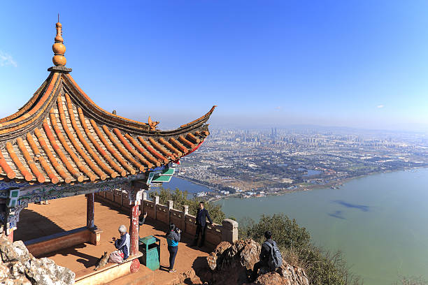 tourists enjoying the view of kunming, china - 쿤밍 뉴스 사진 이미지