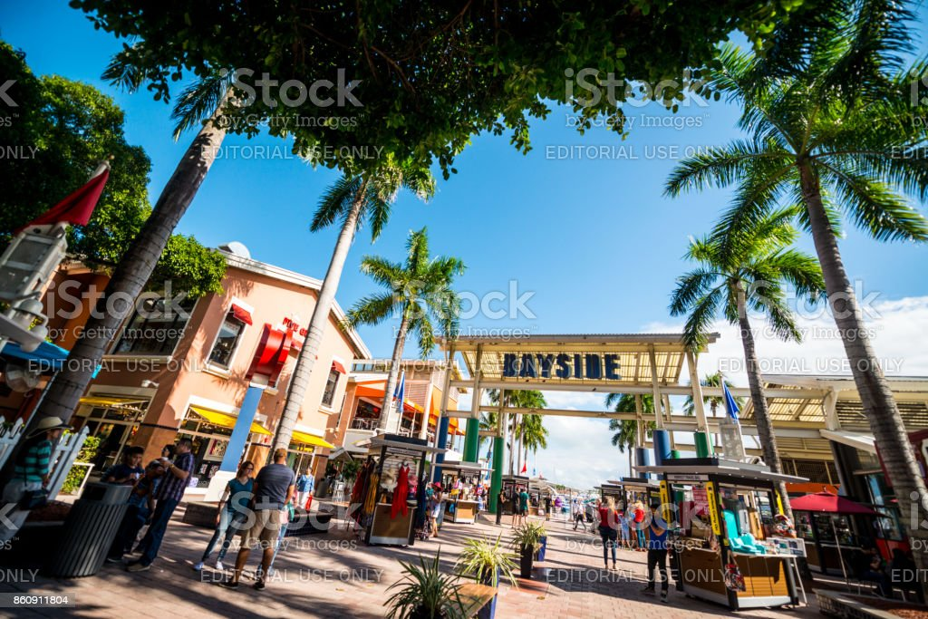 Touristen erkunden Bayside Market legen Sie in Miami downtown, USA – Foto