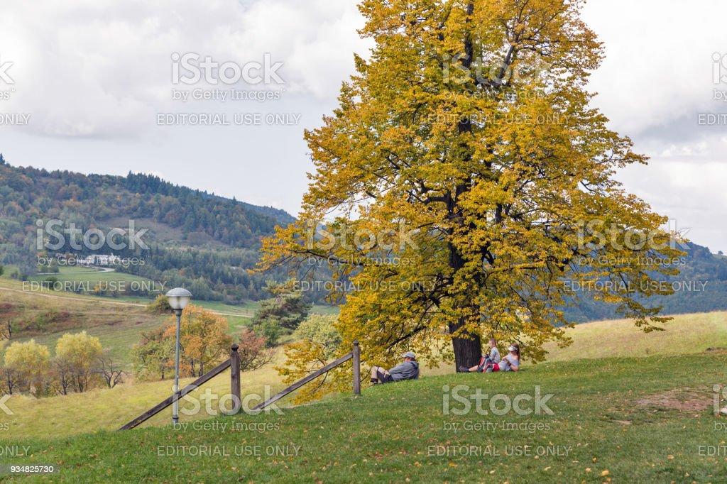 관광객은 갈 보 리에는 나머지를 있다. 반스카 Stiavnica 슬로바키아 - 로열티 프리 UNESCO 스톡 사진