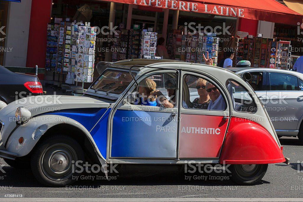Touristes dans une excursion en voiture à Paris - Photo