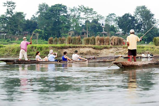 Touristen auf rowboats. Chitwan, Nepal. 0933 – Foto