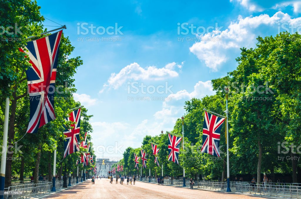 Tourists on The Mall walking towards Buckingham Palace royalty-free stock photo
