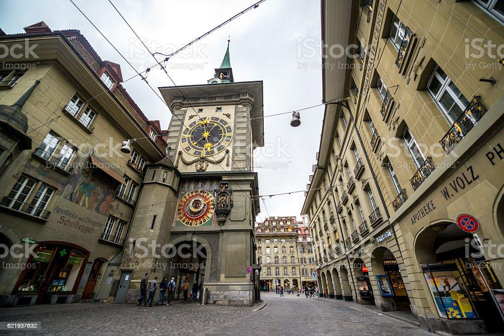 Tourists visiting Bern historic center, Switzerland – Foto
