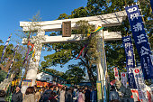 年末年始の加藤神社を訪れる観光客