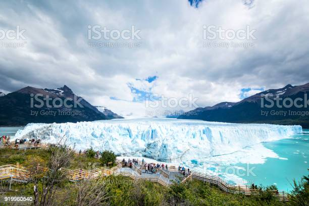 Tourists visiting perito moreno glacier in patagonia argentina picture id919960540?b=1&k=6&m=919960540&s=612x612&h=vujo0t1sdusmsywgeams7qu9wnsd3wncfydlhpoeeum=