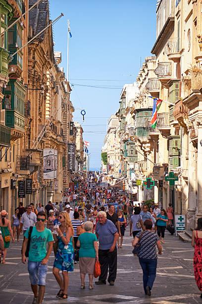 Ein Touristen Fuß entlang der Republik straße von Valletta, Malta – Foto