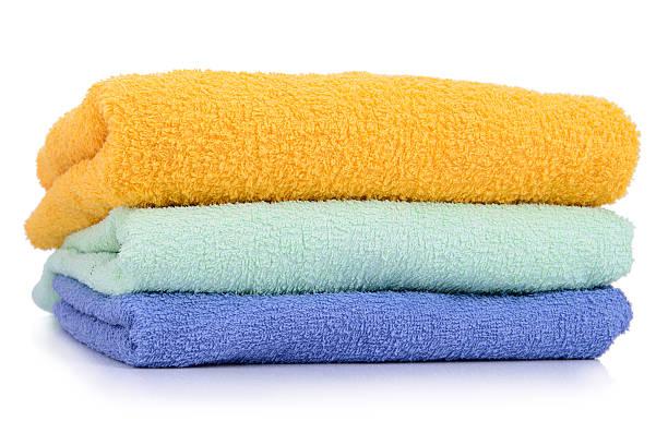 Pila de toallas aislado - foto de stock