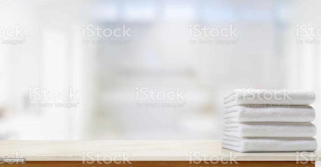 複製空間,模糊的浴室背景大理石頂桌上毛巾。圖像檔