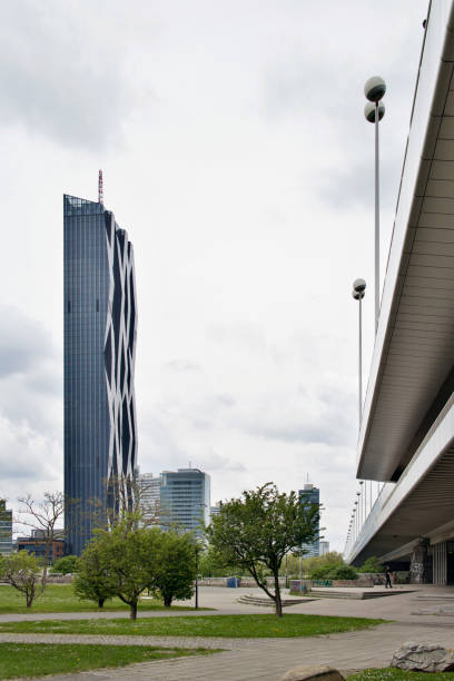 dc tower 1 from doanuinsel - wien foto e immagini stock