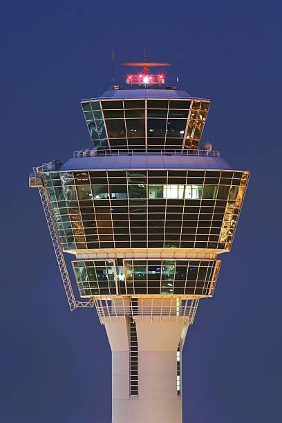 tower bei nacht - gblu stock-fotos und bilder