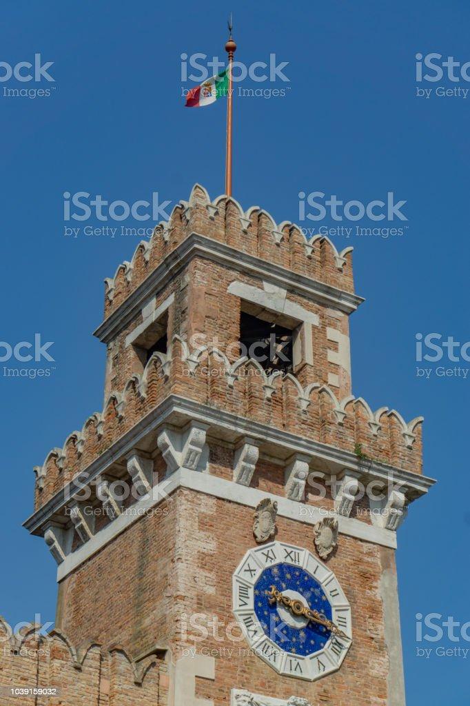 Torre na entrada do arsenal de Veneza, Veneto, Italy - foto de acervo