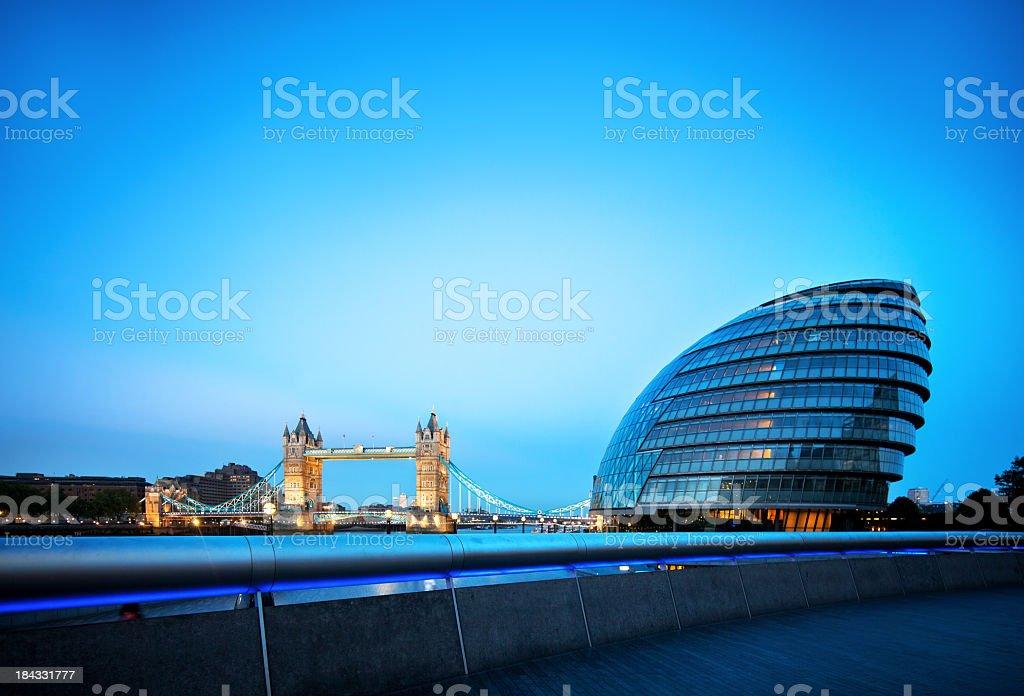 Tower bridge und die city hall in London – Foto