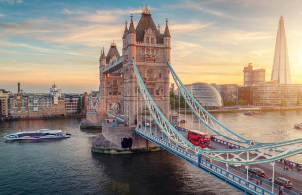 Tower Bridge bei Sonnenuntergang – Foto