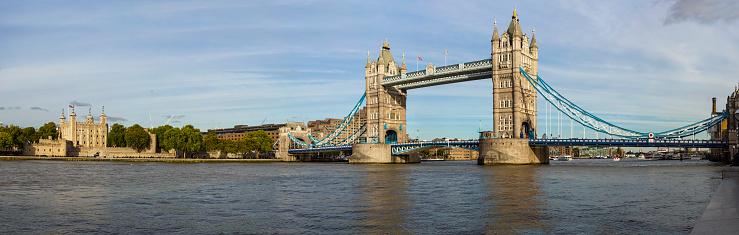 Tower Bridge Van Londen Stockfoto en meer beelden van Architectuur