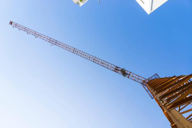 tower crane perspective - foto stock