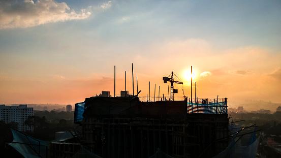 tower silueta under construction