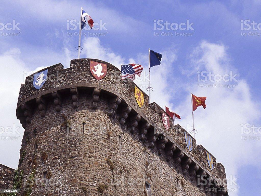 Tower con bandiere a Avranges. La Francia foto stock royalty-free