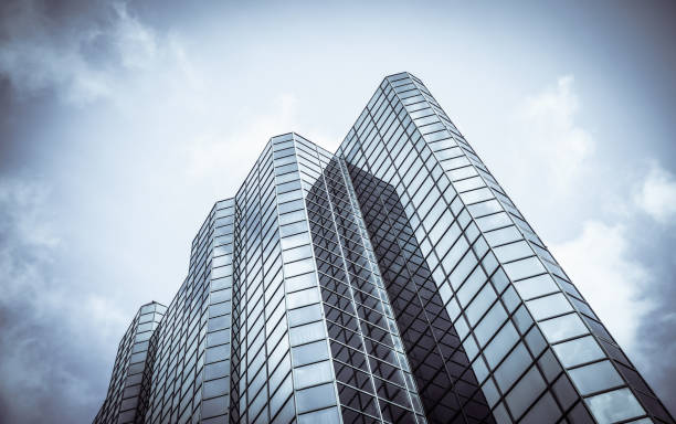 towering downtown skyscraper - office building exterior stock pictures, royalty-free photos & images
