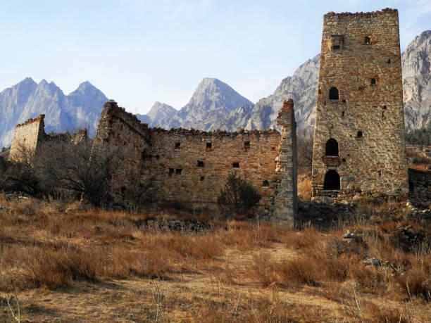 İnguşetya kuleleri. Antik mimari ve kalıntılar stok fotoğrafı