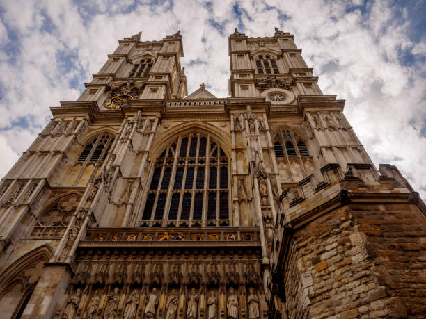towers of westminster abbey, london in summer - matrimonio reale foto e immagini stock