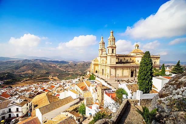Town y la iglesia Olvera, provincia de cádiz, Andalucía, España. - foto de stock
