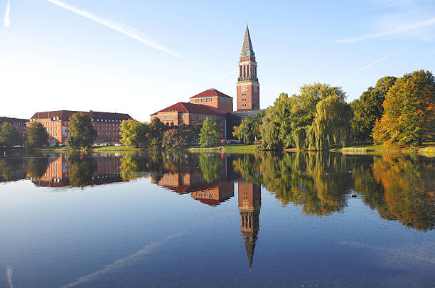 town hall und der oper von kiel, deutschland - kiel stock-fotos und bilder