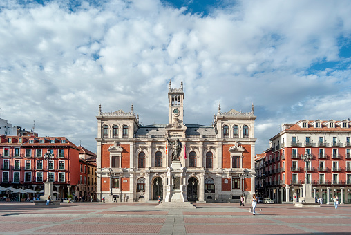 istock Town Hall  is located in the Main Square  of the city of Valladolid, Spain. 992095520
