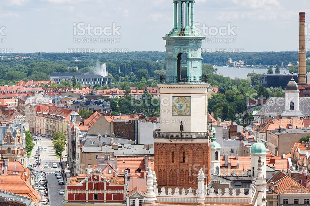 Town hall, old and modern buildings in polish city Poznan foto royalty-free