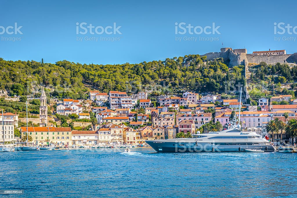 Town Hvar summer cityscape. photo libre de droits