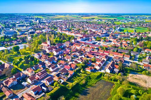 Foto de Vista Aérea Cidade De Koprivnica Podravina Região Da Croácia e mais fotos de stock de Aldeia