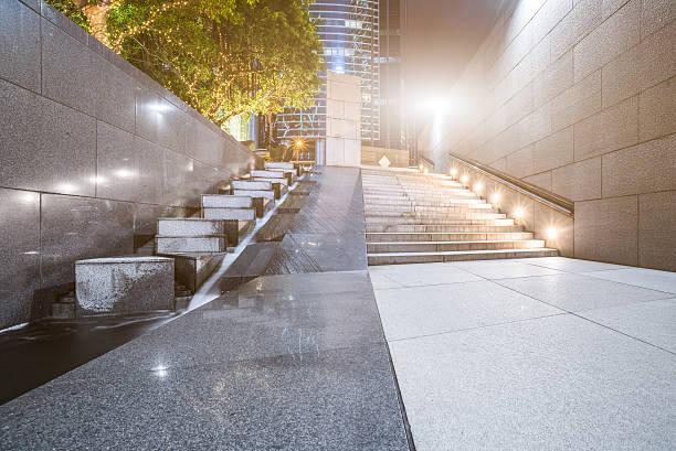 town square at night - treppe außen stock-fotos und bilder