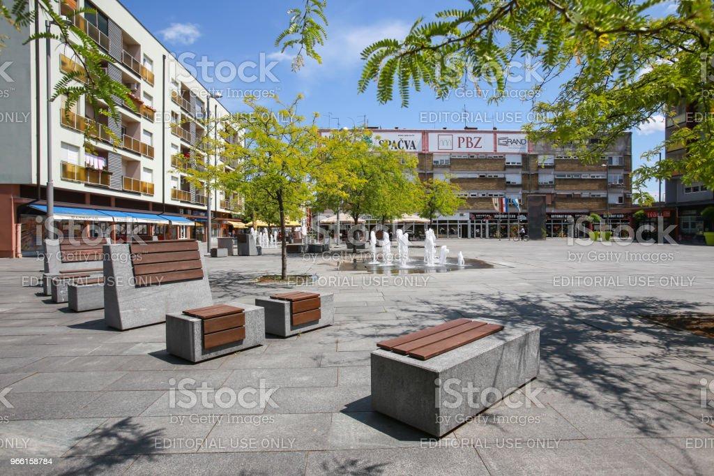 Plaza de la ciudad de Zupanja - Foto de stock de Agua libre de derechos