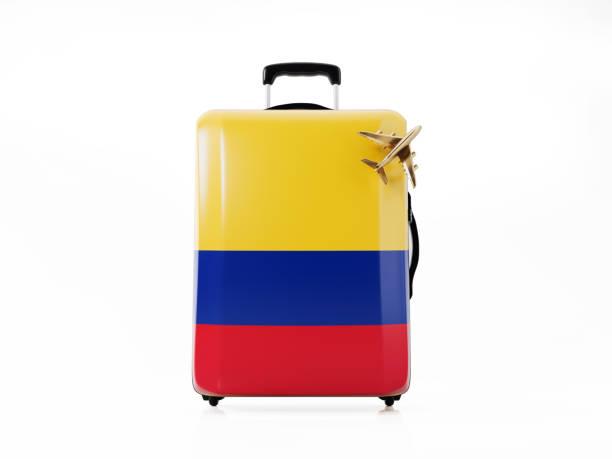juguete avión y equipaje moderno texturado con bandera colombiana: concepto de viaje - bandera colombiana fotografías e imágenes de stock