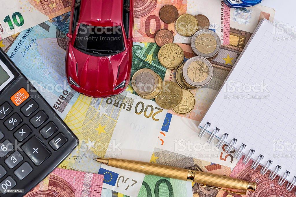 Coche juguete, el euro, calculadora - foto de stock