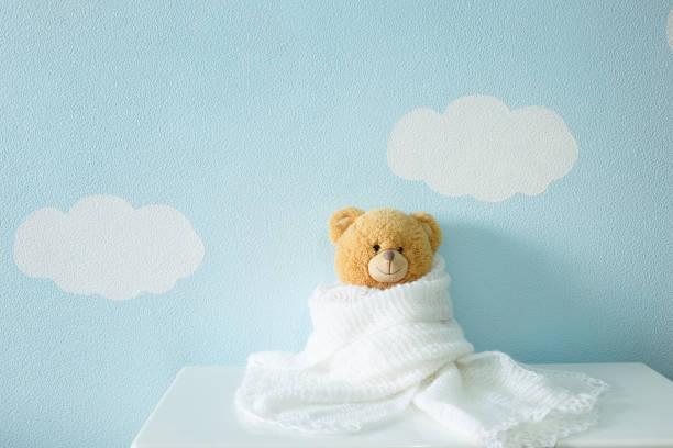 toy portrait in white wool blanket - foto de stock
